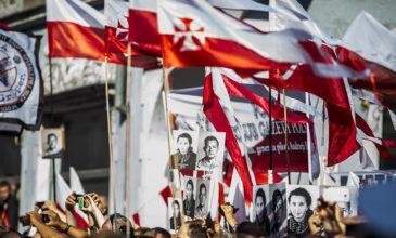 """Najwyższe władze państwowe oddały hołd Żołnierzom Wyklętym – pogrzeb """"Inki"""" i """"Zagończyka"""""""