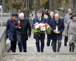 Marszałek Sejmu Marek Kuchciński złożył kwiaty na przemyskich grobach