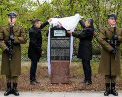 Marszałek Sejmu: Niech tablica, którą odsłonimy, świadczy osile ludzkiej i dziejowej solidarności między Węgrami iPolakami