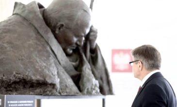 Marszałek Sejmu podczas wystawy o JPII: Gdy spojrzymy w jego twarz, wnikamy w samą istotę sztuki, w tym momencie będącej dialogiem bez słów