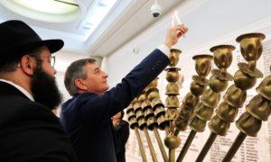 Marszałek Marek Kuchciński zapalił chanukową świecę w Sejmie