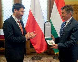 Marszałek Sejmu Marek Kuchciński został odznaczony Wielkim Krzyżem Orderu Węgierskiego