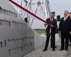 Marszałek Sejmu odsłonił krzyż upamiętniający 100. rocznicę odzyskania niepodległości