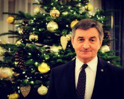Marek Kuchciński: Życzę Państwu oraz Państwa najbliższym wiele spokoju i wytchnienia od trosk dnia codziennego. Niech każdy dzień Nowego Roku będzie pełen pomyślności w życiu zawodowym i osobistym, a także upłynie w dobrym zdrowiu