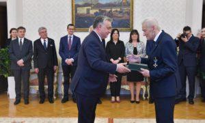 Victor Orbán odznaczył Kornela Morawieckiego Krzyżem Średnim Orderu Zasługi Węgier