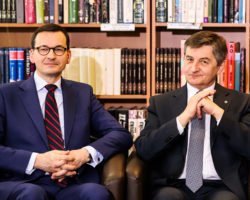 """Sejm uchwalił """"trzynastą emeryturę"""". Marszałek Kuchciński: Dotrzymujemy słowa. Wychodzimy naprzeciw wieloletnim zaniedbaniom wobec osób starszych"""