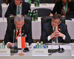 Konferencja Przewodniczących Parlamentów UE. Marszałek Sejmu podniósł problem kryzysu wartości, zaniku funkcjonowania prawa, potrzeby zwiększenia roli parlamentów narodowych, braku jedności i solidarności państw członkowskich oraz braku mocnego impulsu do rozwoju gospodarczego UE