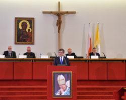 """""""Jan Paweł II: Fundamenty demokracji"""". Konferencja z udziałem Marszałka Sejmu"""