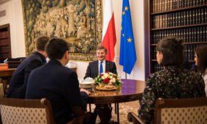 Wywiad Marszałka Sejmu dla zagranicznych dziennikarzy podczas Szczytu Parlamentarnego #EUROWAW2019
