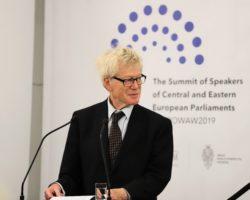 Roger Scruton: Wyzwania dla rządów Europy Środkowej i Wschodniej – IV Szczyt Przewodniczących Parlamentów Państw Europy Środkowej i Wschodniej