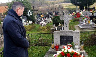 Historia pisana na grobach wielkich Polaków
