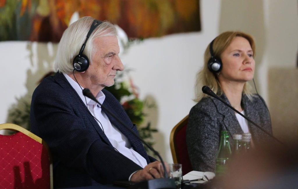 <p>Polecam Państwa uwadze tekst - na stronie Pana Marszałka Marek Kuchciński, relacjonujący jeden z paneli ubiegłotygodniowej konferencji #EuropaKarpat w Krasiczynie, który miałem okazję moderować 😊 🇵🇱🇭🇺🇱🇹 🇺🇦</p>...
