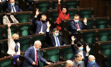 Sejm i rząd podtrzymuje stanowisko ws. weta do unijnego budżetu: Przepisy są niezgodne z traktatami